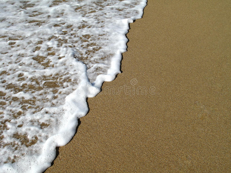 Download Waves Breaking On Shore Royalty Free Stock Photography - Image: 26504157