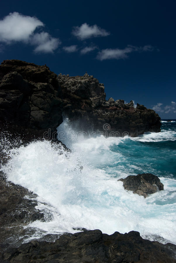 Download Waves Crash Along The North Shore Of Maui Stock Image - Image: 20064097