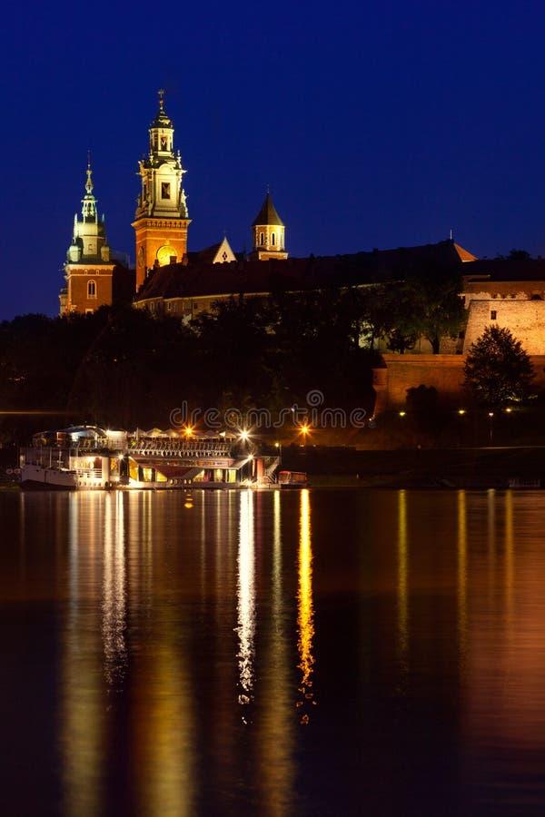 Wawel è un complesso architettonico fortificato eretto sulla b sinistra immagine stock libera da diritti