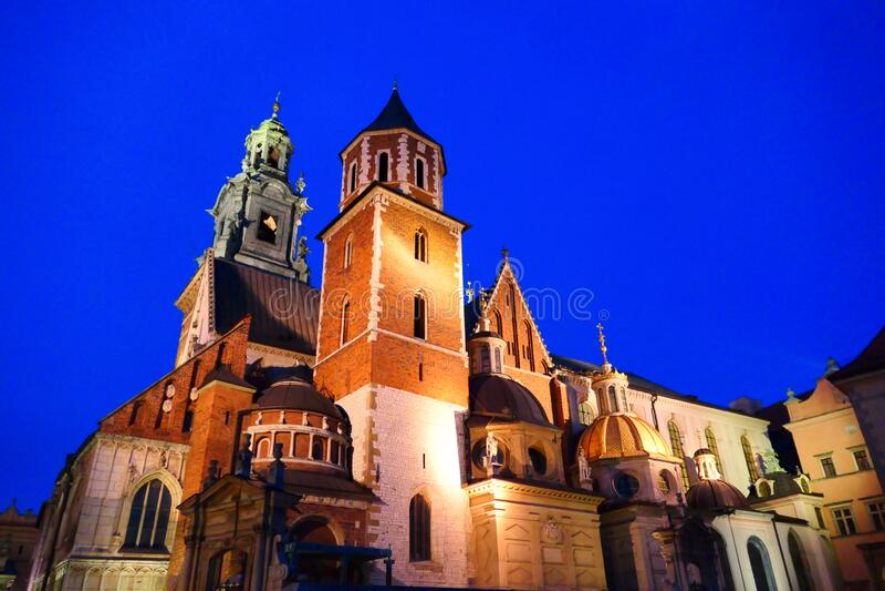 Wawel Castle 's nachts in Krakow royalty-vrije stock foto