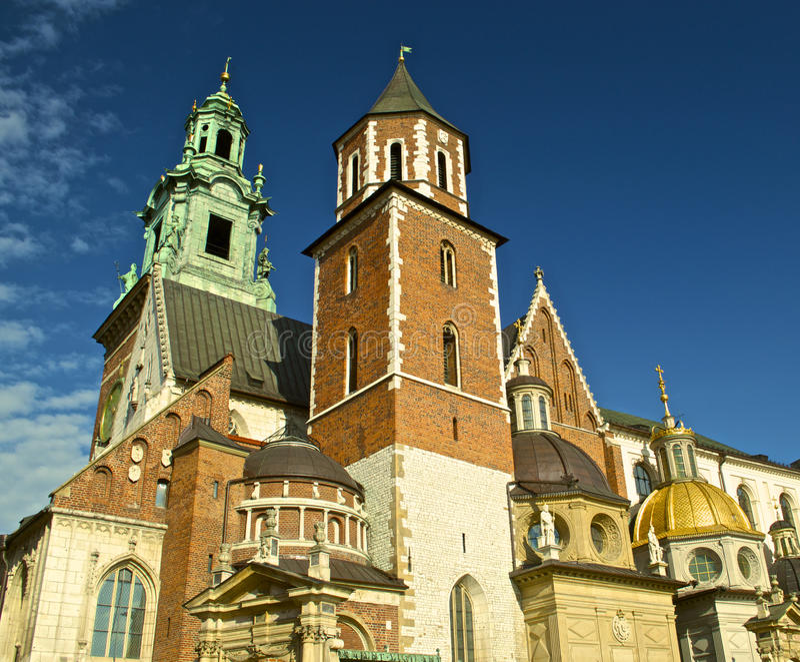 Wawel slott i Krakow vid dag royaltyfri foto