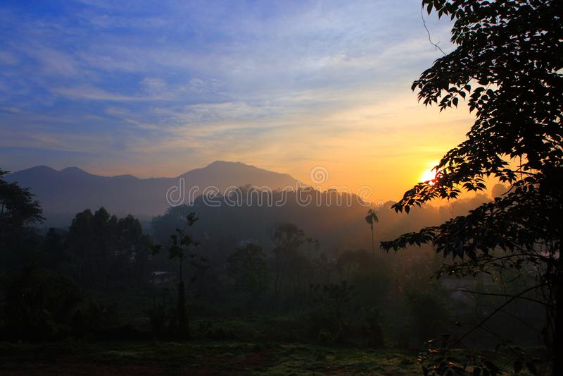 Wayanad - salida del sol hermosa fotografía de archivo