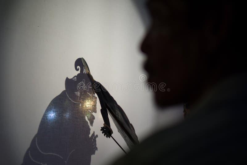 Wayang kulit jest Indonezyjskim kulturą Dzwoniącym cień kukły Ja bawić się ludźmi który towarzyszyliśmy obok nazwany Dalang i ono obraz royalty free