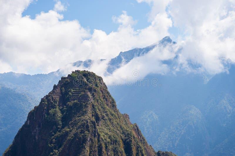 Wayna Picchu bergmaximum över Machu Picchu, Peru arkivbilder