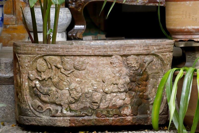 Waza z bareliefami w Lijiang, Yunnan, Chiny zdjęcie royalty free