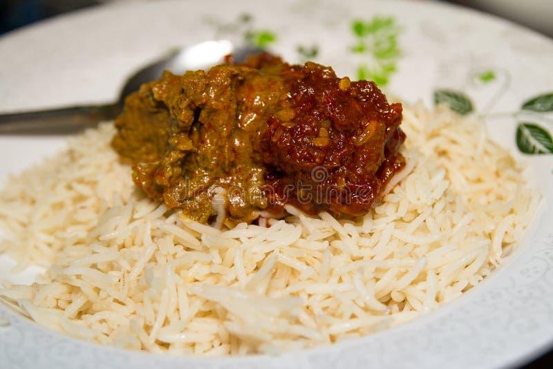 Wazeliniarski Śmietankowy Rice na talerzu z wołowina currym fotografia stock