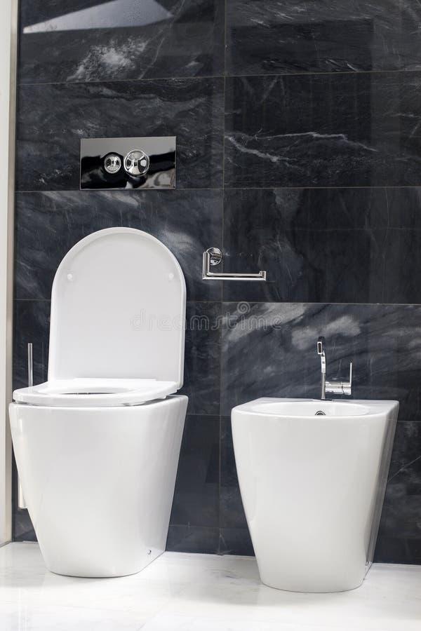 WC van het toilet en bidet stock foto