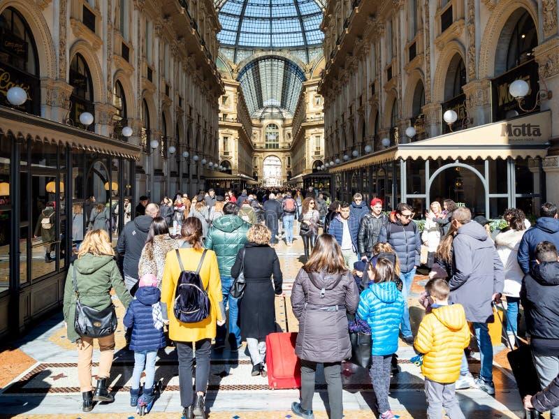 Wchodzić do Galleria Vittorio Emanuele II w Mediolan zdjęcia stock