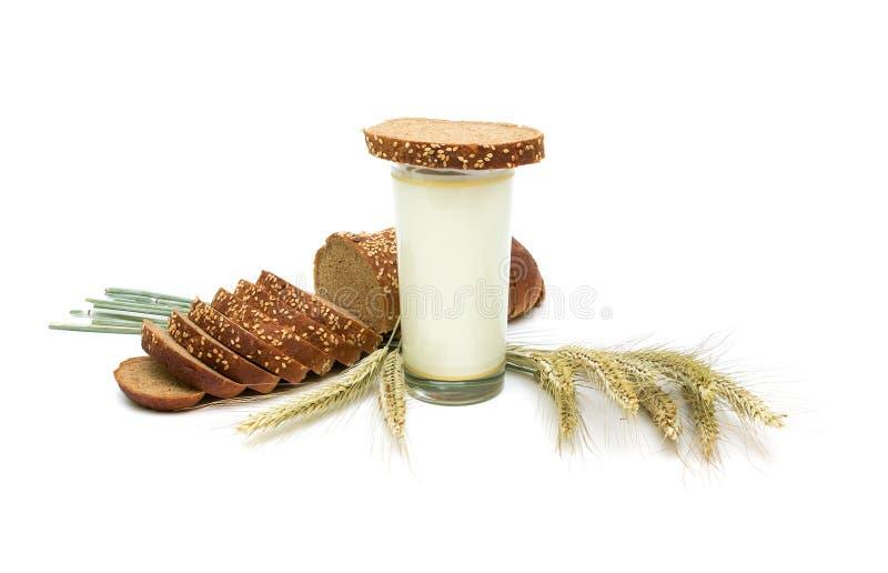 wciąż życia chlebowy mleko zdjęcie stock