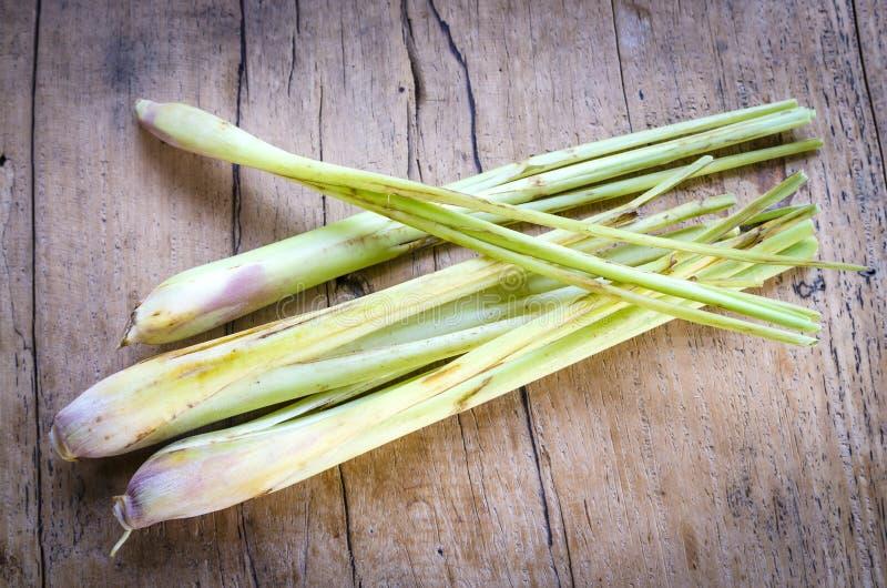 Wciąż życie cytryny trawa zdjęcie stock