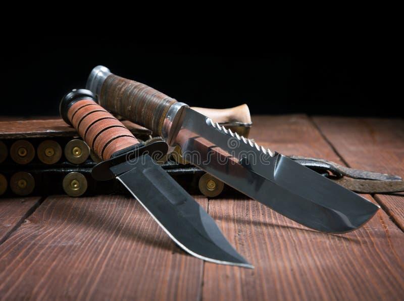 Wciąż życie z bandolierem i nożem obraz royalty free