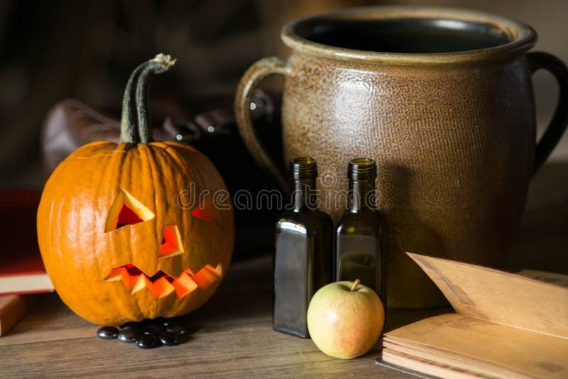 Wciąż życie z dyniową twarzą na Halloween w Październiku zdjęcie royalty free