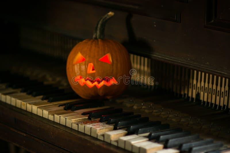 Wciąż życie z dyniową twarzą na Halloween w Październiku obraz royalty free