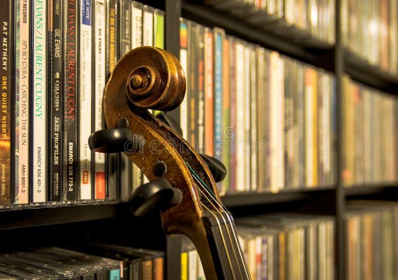 Wciąż życie z starym skrzypce zdjęcie royalty free
