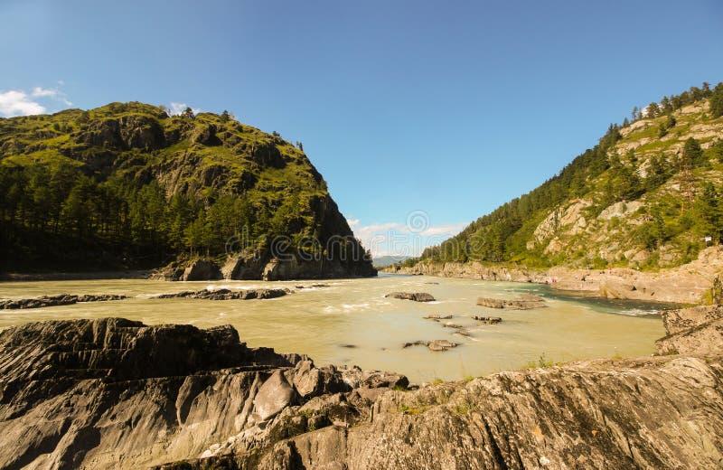 Wcielać dwa rzeki w górach obrazy stock