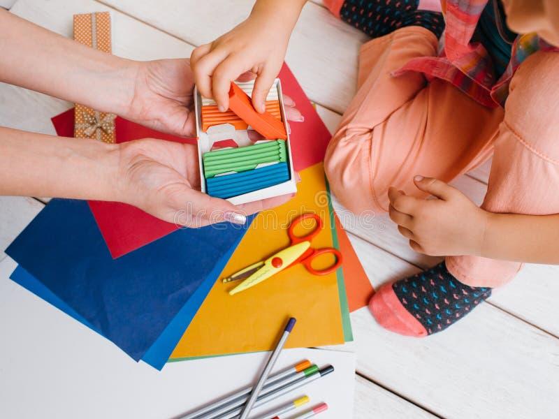 Wczesna dziecko edukacja Kreatywnie sztuki rodzina fotografia royalty free