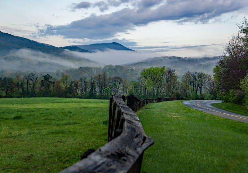 Wczesnego Poranku widok Blue Ridge Mountains, Virginia, usa zdjęcie stock