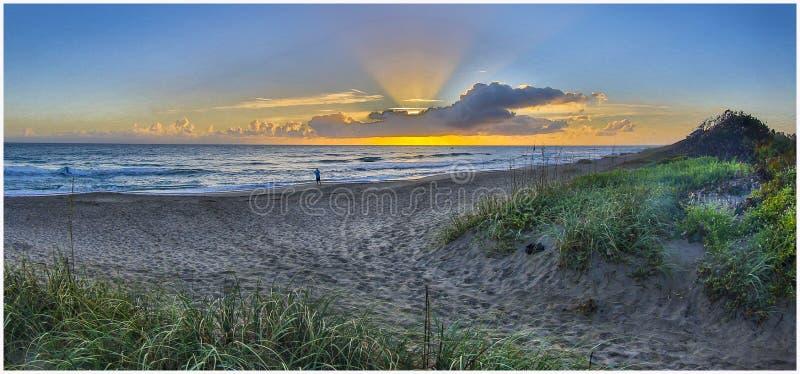 Wczesnego poranku wschód słońca przy Santa Lucia plażą 3 zdjęcia royalty free