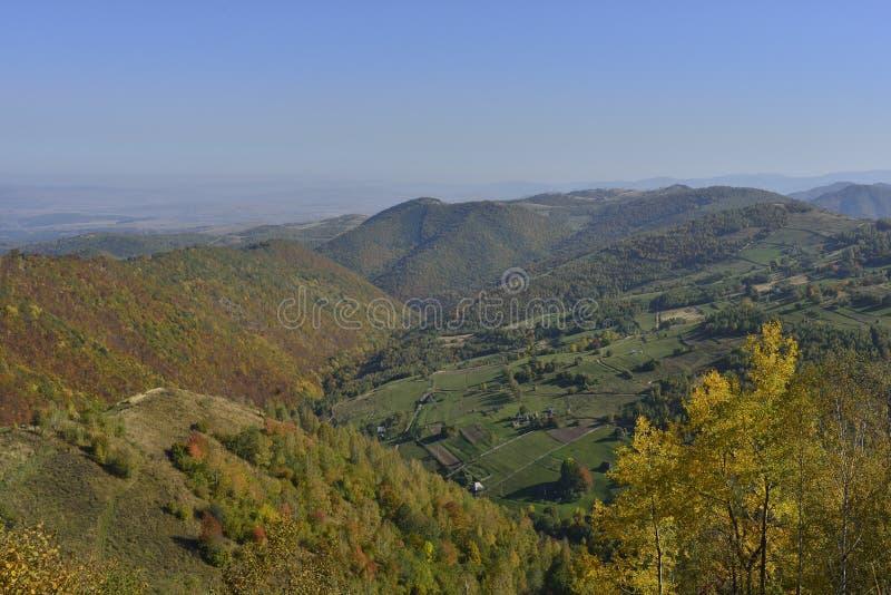 Wczesny jesień krajobraz w górach zdjęcia stock