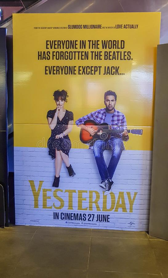 Wczorajszy plakat filmowy to brytyjski romantyczny film o muzyku, który myśli, że jest członkiem The Beatles obraz royalty free
