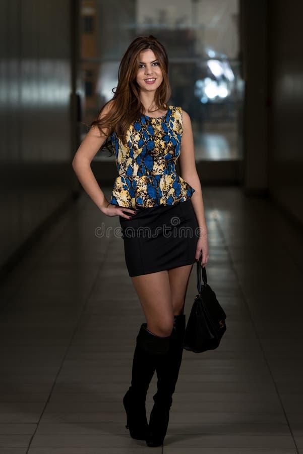 Wearing Peplum Top för modemodell silke royaltyfria bilder