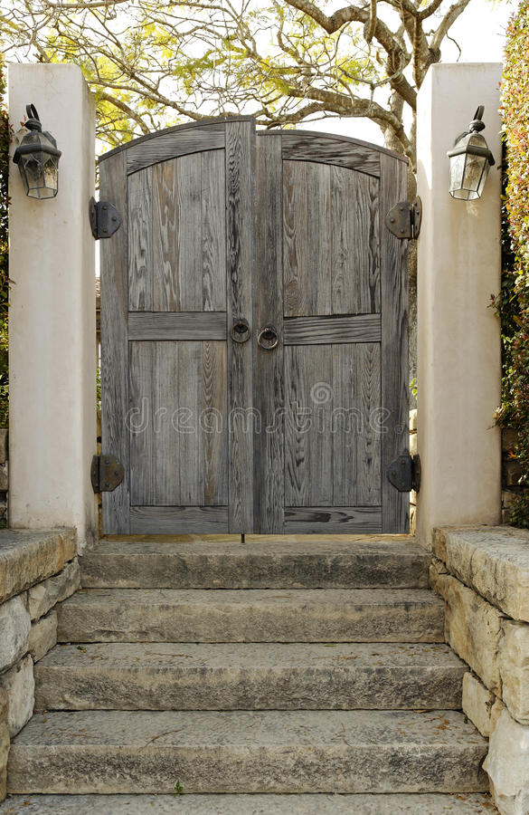 Free Weathered Wooden Gate Royalty Free Stock Photography - 19921847