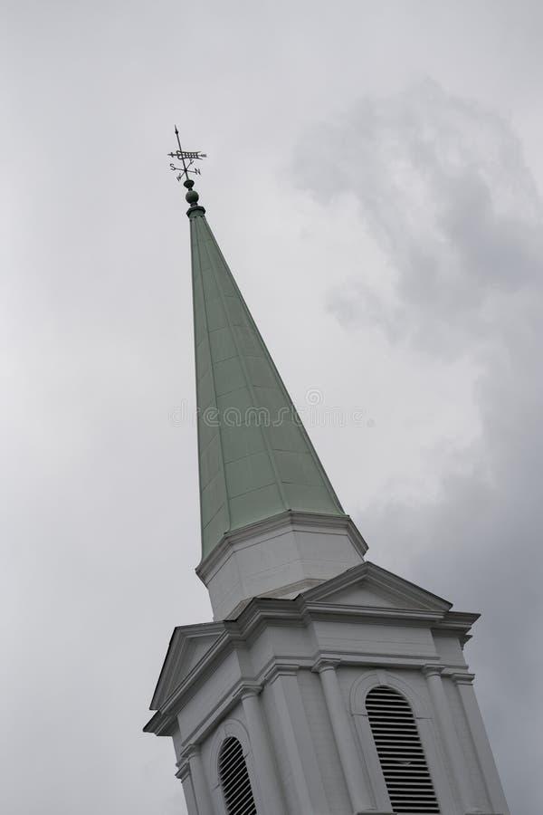 Weathervane em um telhado da igreja fotos de stock royalty free