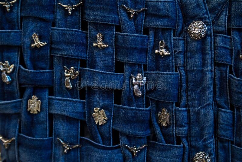 Weave Джина с серебряной фибулой стоковое изображение