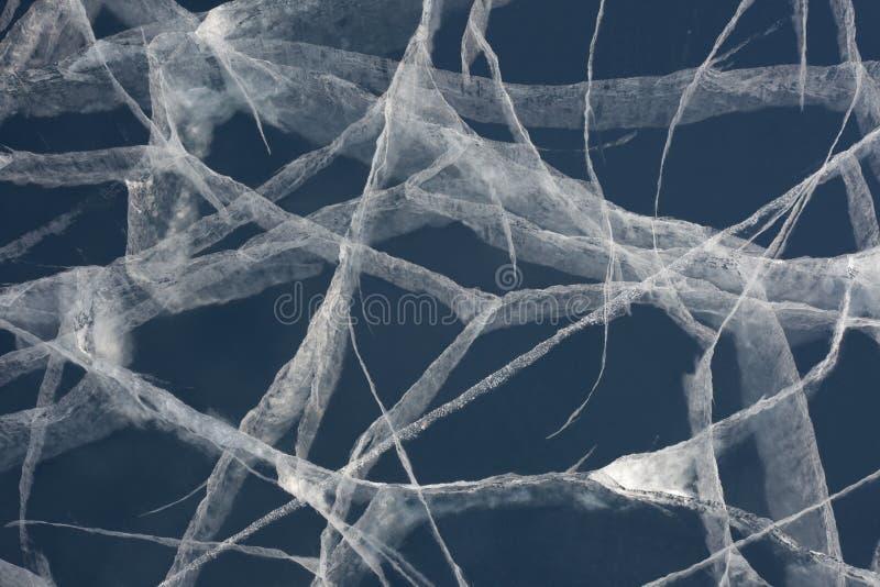 Web de araña de las grietas de la tensión en la capa gruesa de hielo imágenes de archivo libres de regalías