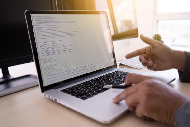 Web de programação tornando-se de trabalho Desig das tecnologias do programador fotos de stock