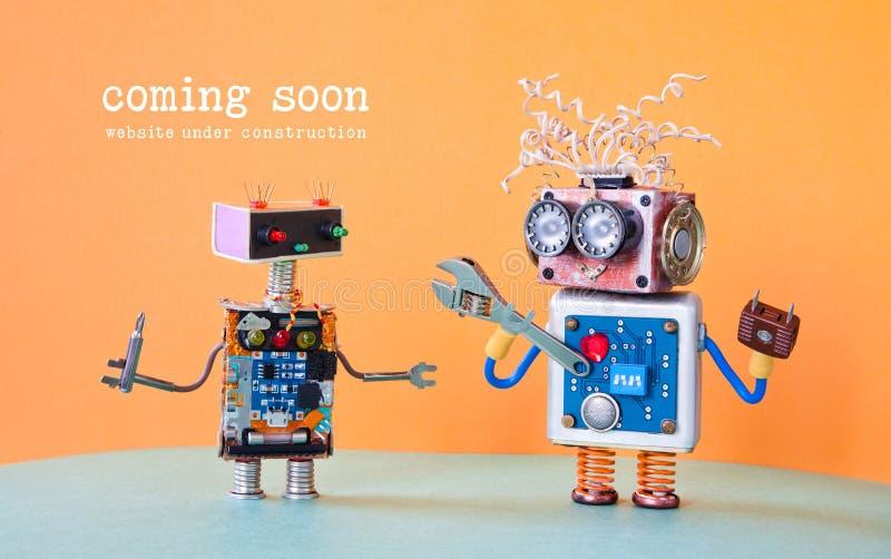Webbplats under konstruktion som snart kommer mallsida Tjänste- robotunderhåll med skiftnyckelskruvmejsel arkivbild