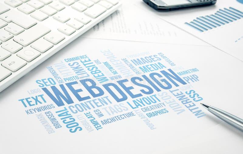 Webdesigngeschäftskonzeptwortwolken-Druckdokument, Tastatur, lizenzfreies stockbild