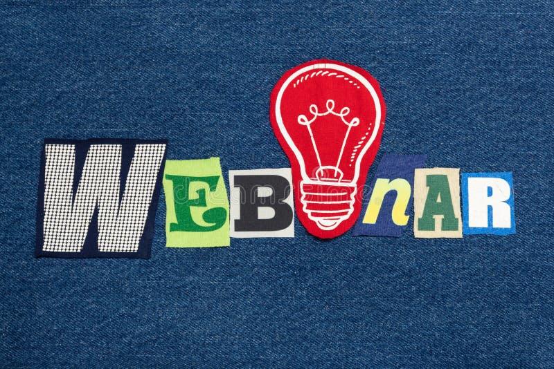 WEBINAR文本词拼贴画,在蓝色牛仔布,企业想法研讨会概念的五颜六色的织品 图库摄影