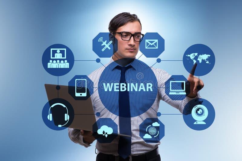 Ο επιχειρηματίας στη σε απευθείας σύνδεση webinar έννοια στοκ εικόνα