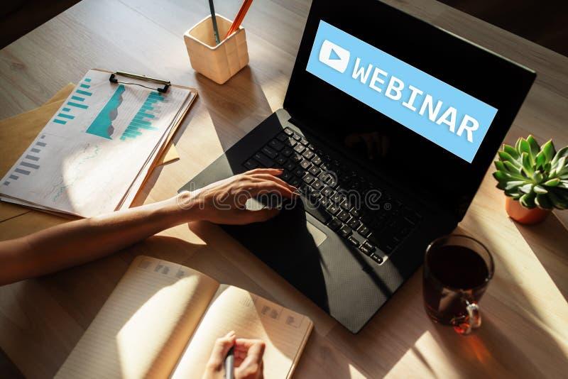 Webinar, apprentissage en ligne, concept en ligne d'?ducation sur l'?cran images stock