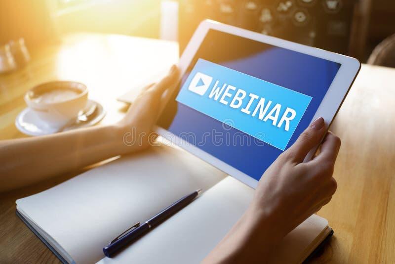 Webinar, aprendizaje electr?nico, concepto en l?nea de la educaci?n en la pantalla imagen de archivo libre de regalías