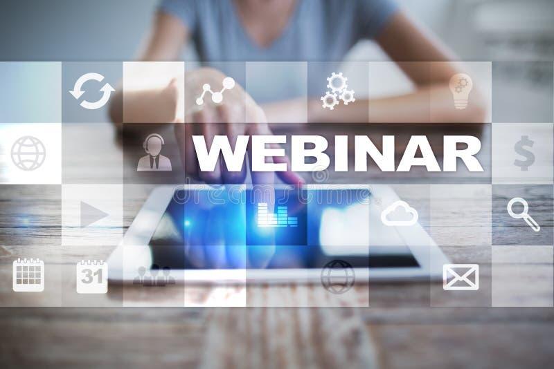 Webinar Ensino eletrónico, conceito em linha da educação Desenvolvimento pessoal Escrita em uma tela virtual fotos de stock royalty free