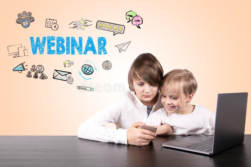 Webinar, media sociali e concetto di apprendimento immagini stock
