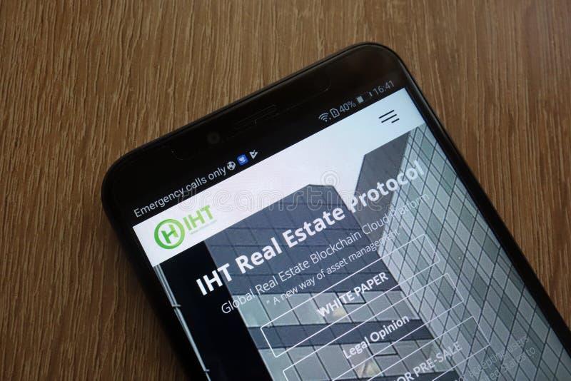 Website cryptocurrency Protokoll IHT Real Estate angezeigt auf einem modernen Smartphone lizenzfreie stockbilder