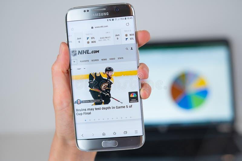 Website von NHL auf Telefonschirm stockfoto