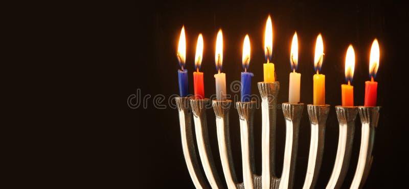 Websitebanerbild av av den judiska ferieChanukkah med menoror (traditionella kandelaber) fotografering för bildbyråer