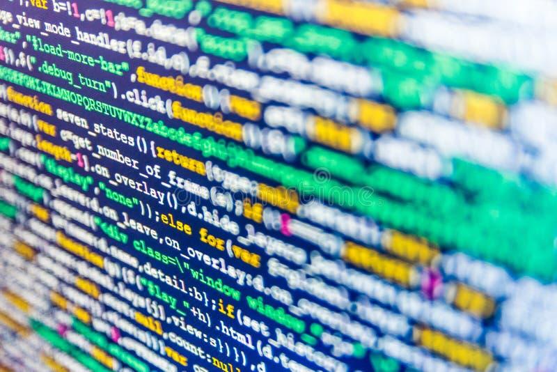 WebsiteHTML-kod på fotoet för bärbar datorskärmCloseup Webdesigner arbetsstation royaltyfria bilder