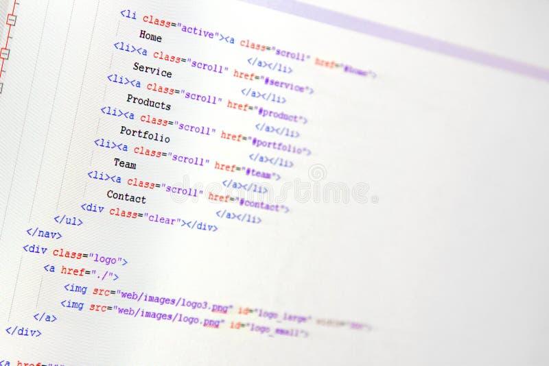 Websiteutveckling - programmera kod på datorskärmen royaltyfri foto