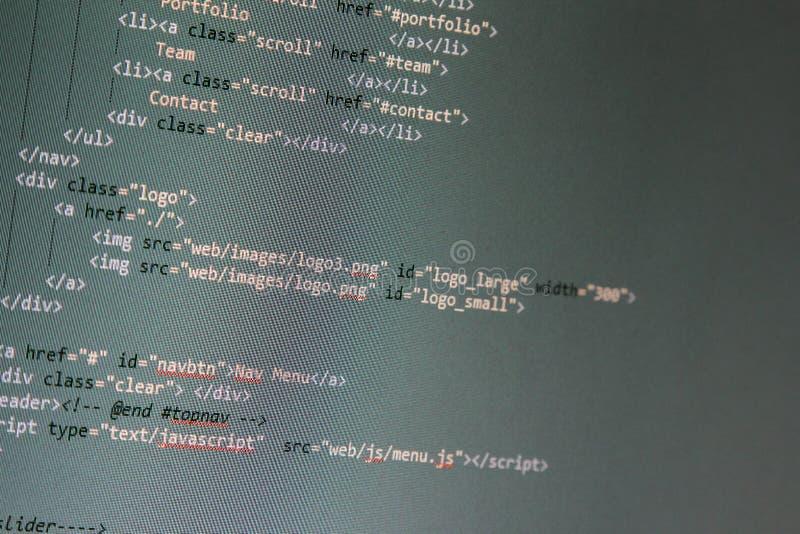 Websiteutveckling - programmera kod på datorskärmen fotografering för bildbyråer