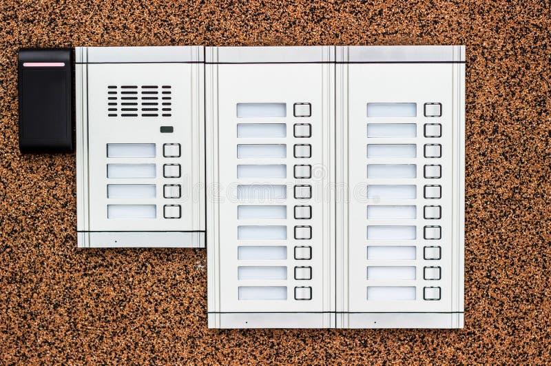 Wechselsprechanlagengebäude und Sicherheitstastatur lizenzfreies stockbild