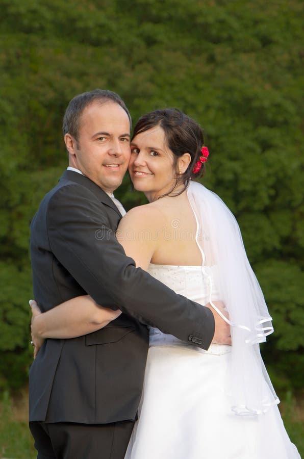 Wed eben couplehand in der Hand stockfoto