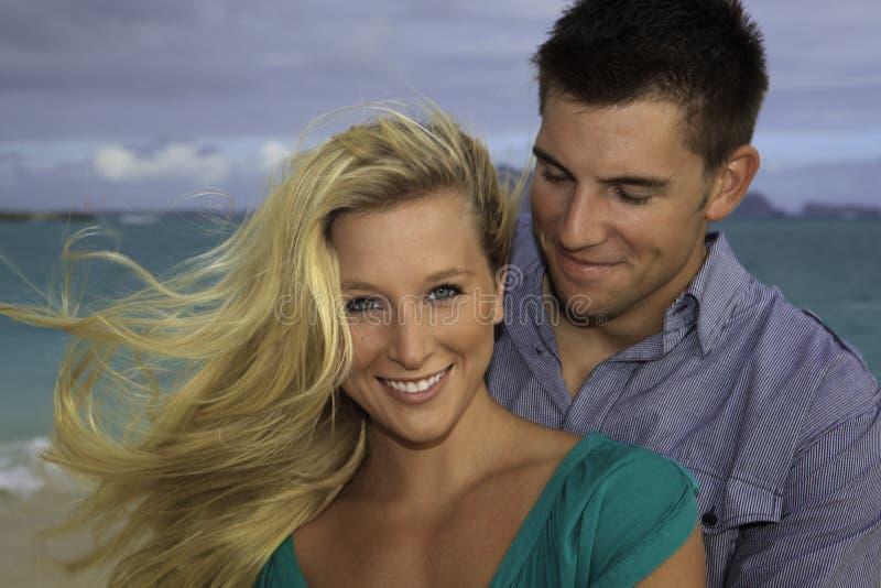 Wed neuf les couples sur la plage image libre de droits