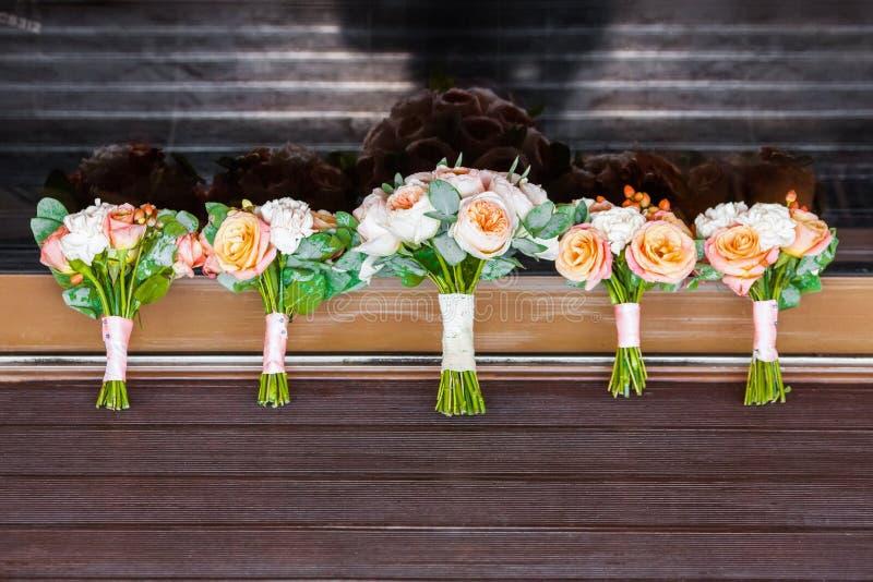 5 wedding букетов роз стоковые изображения