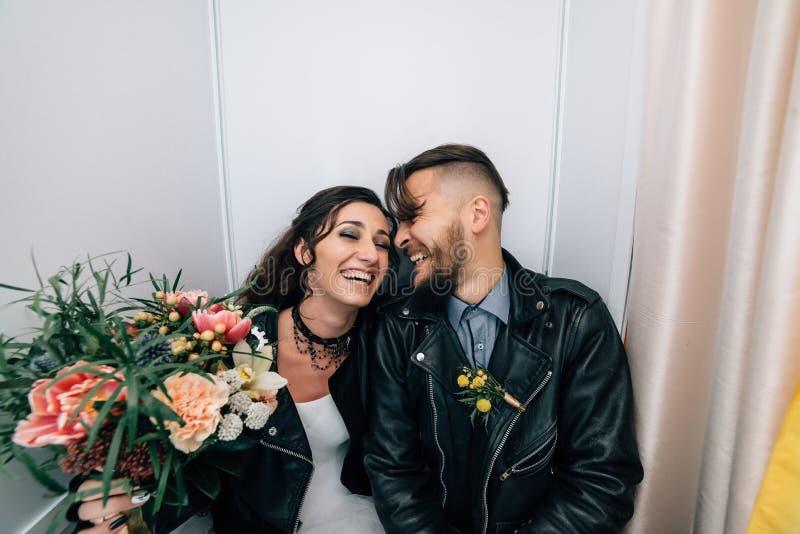 Wedding в стиле утеса Свадьба коромысла или велосипедиста стоковые изображения