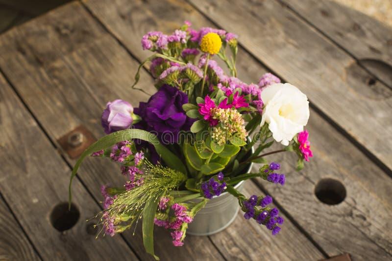 Wedding розовый букет с розами и eustoma цветет - совершенное для wedding предложения стоковая фотография rf